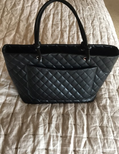Chanel Tote in black hot pink Image 5