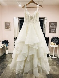 Essense of Australia Ivory Organza & Lace D2073 Formal Wedding Dress Size 6 (S)