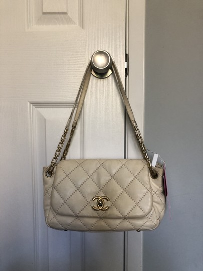 Preload https://item2.tradesy.com/images/chanel-classic-flap-accordion-card-cream-leather-shoulder-bag-26214476-0-0.jpg?width=440&height=440