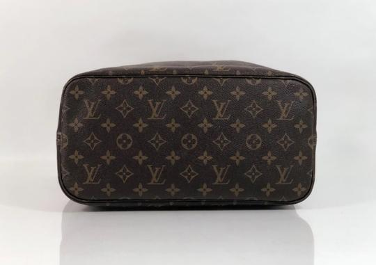 Louis Vuitton Lv Neverfull Neverfull Mm Monogram Shoulder Tote in Brown Image 5