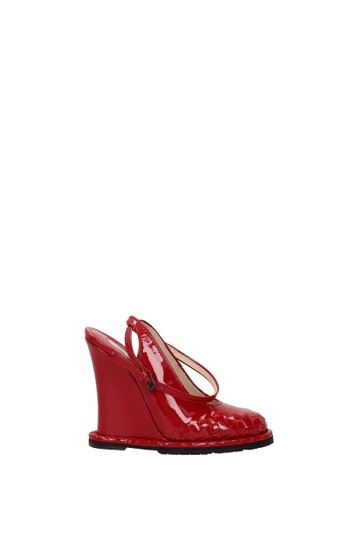 Preload https://img-static.tradesy.com/item/26214619/bottega-veneta-red-wedges-women-sandals-size-eu-38-approx-us-8-regular-m-b-0-0-540-540.jpg