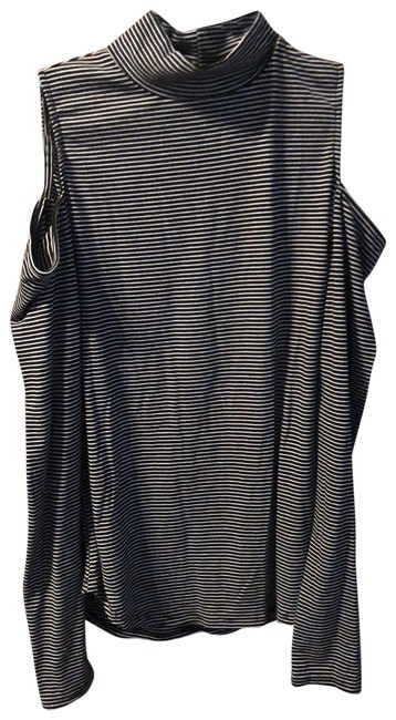 Preload https://img-static.tradesy.com/item/26214667/trouve-lightweight-turtleneck-with-shoulder-cut-outs-top-0-1-650-650.jpg