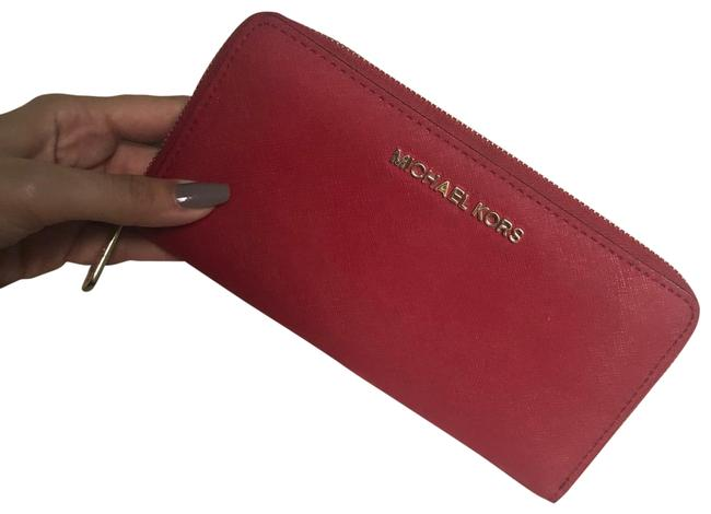 Item - Red Women's Jet Set Travel Continental Leather Wallet