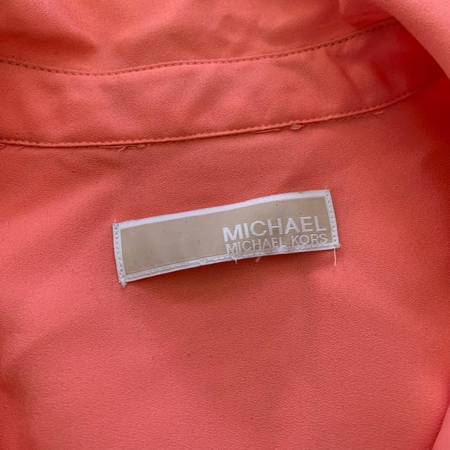Michael Kors Coral and Gold L Silklike Blouse Size 12 (L) Michael Kors Coral and Gold L Silklike Blouse Size 12 (L) Image 2