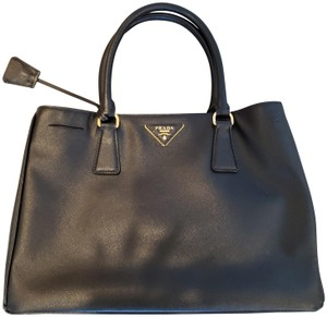 Prada Black Saffiano Leather Convertible Tote in Noir (Black)