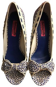 Betsey Johnson Navy and Ivory Pumps