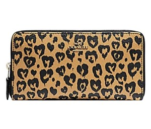 Coach COACH ACCORDION WALLET WITH WILD HEART PRINT F23442