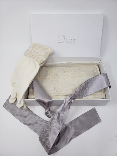 Christian Dior Metallic gold-tone creme Christian Dior Logo knit wool scarf glove set Image 2