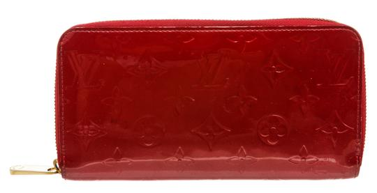 Preload https://img-static.tradesy.com/item/26229467/louis-vuitton-pomme-d-amour-red-zippy-vernis-monogram-wallet-0-0-540-540.jpg