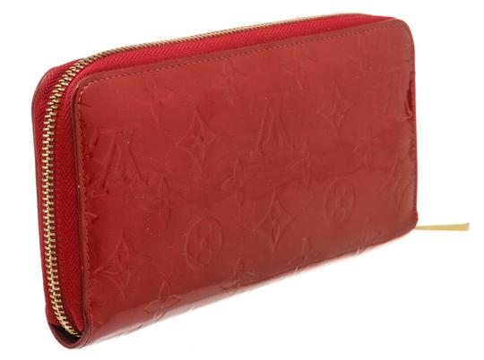 Louis Vuitton Louis Vuitton Pomme D'Amour Vernis Monogram Zippy Wallet Image 2