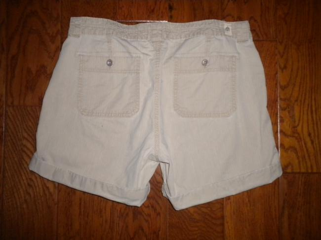 Levi's Pockets Cotton Cuffed Shorts Khaki Image 1