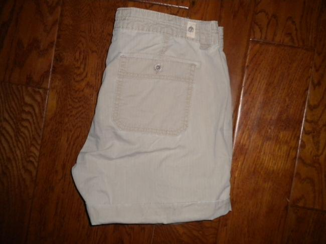 Levi's Pockets Cotton Cuffed Shorts Khaki Image 2