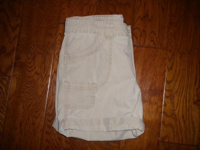 Levi's Pockets Cotton Cuffed Shorts Khaki Image 3