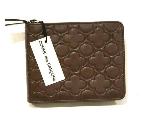 Preload https://img-static.tradesy.com/item/26232625/comme-des-garcons-brown-patent-red-leather-bi-fold-zip-around-wallet-0-0-540-540.jpg