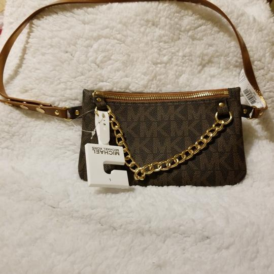 Preload https://item2.tradesy.com/images/michael-kors-mini-gold-zipper-chain-brown-with-mk-leather-wristlet-26232776-0-0.jpg?width=440&height=440
