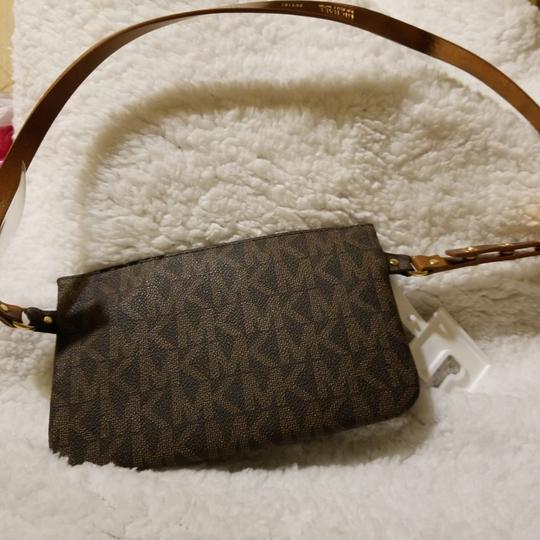 Michael Kors Wristlet in Brown with mk Image 3