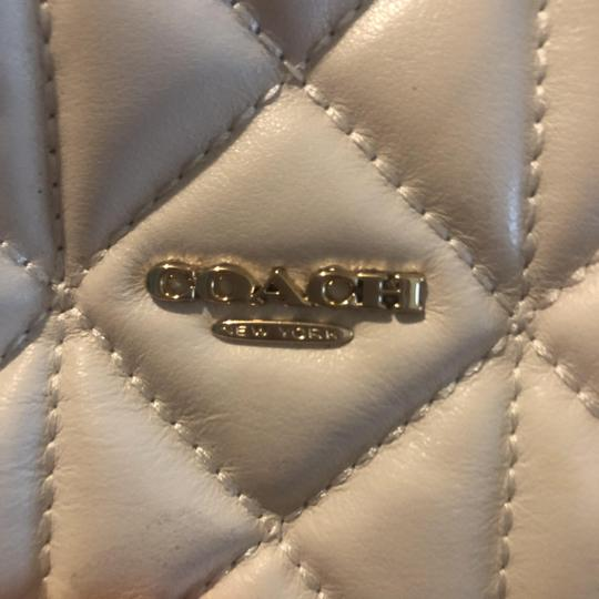 Preload https://img-static.tradesy.com/item/26233024/coach-small-purse-white-with-black-trimming-leather-cross-body-bag-0-1-540-540.jpg