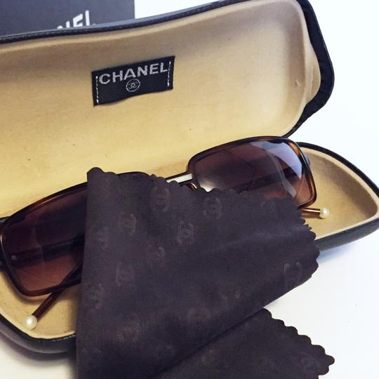 Chanel Chanel vintage tortoise pearl detail sunglasses with case and box Image 7