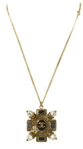 Chanel CHANEL Pearl CC Medallion Necklace Gold
