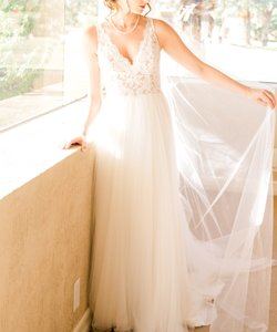 Maggie Sottero Ivory Over Nude Lace Tulle Rebecca Ingram - Connie Boho A-line + Matching Veil Feminine Wedding Dress Size 4 (S)