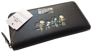 Coach COACH SNOOPY X PEANUTS ICE SKATING LEATHER ACCORDIAN WALLET (**NWT**)