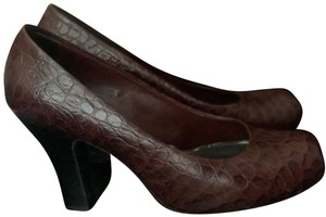 GB burgundy Pumps