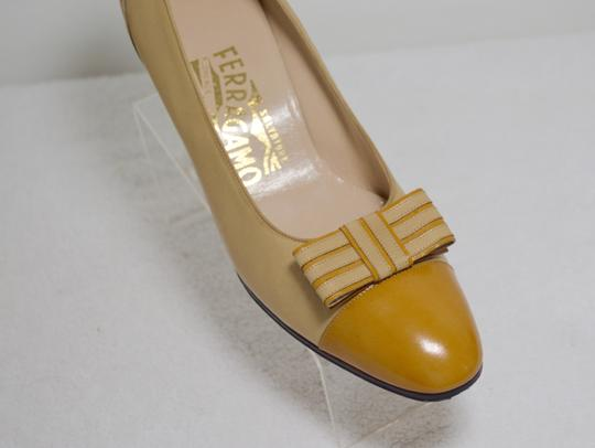 Salvatore Ferragamo Bow Italian Made. All Leather Mustard yellow Pumps Image 4