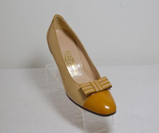Salvatore Ferragamo Bow Italian Made. All Leather Mustard yellow Pumps Image 5