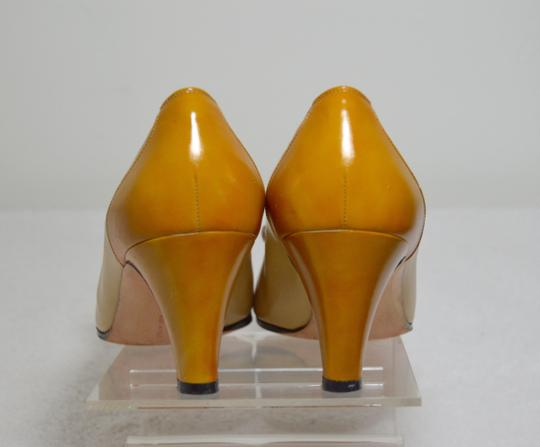 Salvatore Ferragamo Bow Italian Made. All Leather Mustard yellow Pumps Image 6