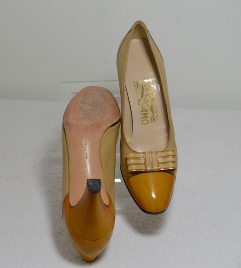 Salvatore Ferragamo Bow Italian Made. All Leather Mustard yellow Pumps Image 7