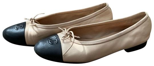 Preload https://img-static.tradesy.com/item/26242178/chanel-black-tan-ballerina-flats-size-eu-375-approx-us-75-narrow-aa-n-0-1-540-540.jpg