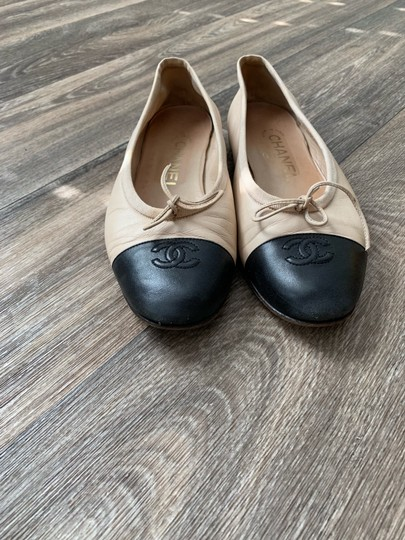 Chanel black/ tan Flats Image 1