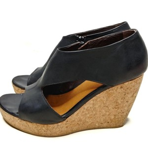 Coclico Kent Black Wedges
