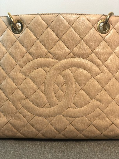 Chanel Tote Image 10
