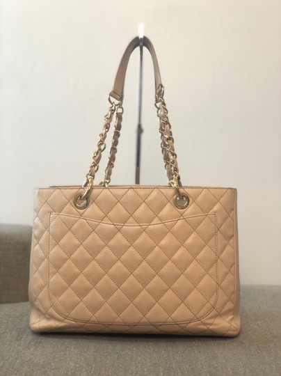 Chanel Tote Image 11