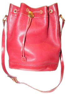 Gucci Drawstring Top Shoulder/Cross Body Xl Bucket Pebbled/Smooth Lther Tom Ford Era Satchel in true red/gold accents