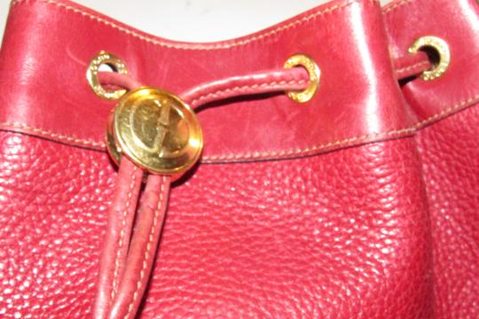 Gucci Drawstring Top Shoulder/Cross Body Xl Bucket Pebbled/Smooth Lther Tom Ford Era Satchel in true red/gold accents Image 7