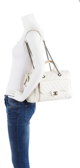 Preload https://img-static.tradesy.com/item/26250465/chanel-bowling-bag-casual-pocket-white-caviar-leather-satchel-0-1-540-540.jpg