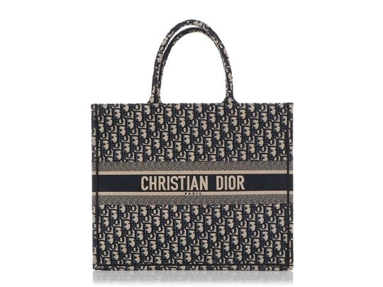 Preload https://img-static.tradesy.com/item/26251714/dior-oblique-book-navy-blue-canvas-tote-0-0-540-540.jpg