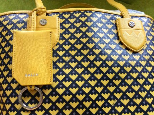 Bally Tote in mustard with black and purple print on the canvas Image 6