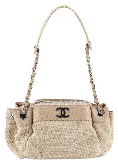 Preload https://img-static.tradesy.com/item/26252407/chanel-cc-accordion-chain-small-neutral-straw-with-python-tote-0-1-540-540.jpg