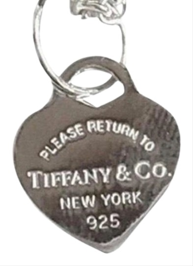 Preload https://img-static.tradesy.com/item/26252731/tiffany-and-co-unique-style-mini-return-to-heart-necklace-0-1-540-540.jpg