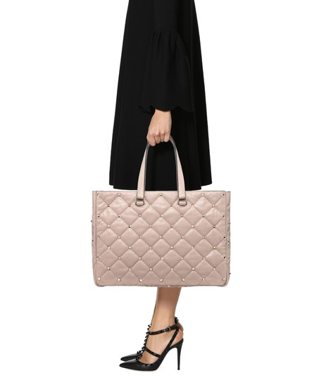 Preload https://img-static.tradesy.com/item/26252755/valentino-garavani-quilted-boomstud-pink-leather-tote-0-1-540-540.jpg
