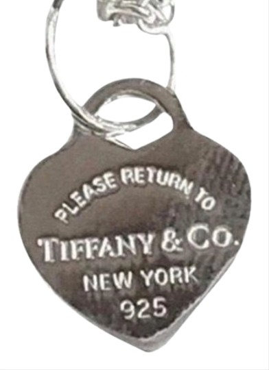Preload https://img-static.tradesy.com/item/26252762/tiffany-and-co-unique-style-mini-return-to-heart-necklace-0-1-540-540.jpg