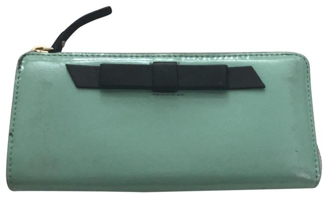 Item - Bow Tie Detail Mint Green Patent Leather Clutch