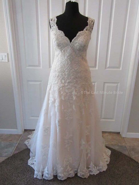 Item - Ivory/Silver/Almond/Porcelain Lace D2167 Feminine Wedding Dress Size 18 (XL, Plus 0x)