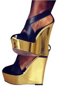Giambattista Valli Black / Gold Wedges