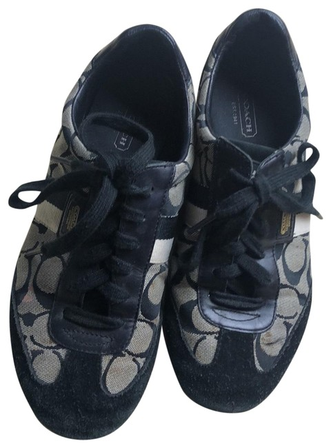 Item - Black and White C Emblem Sneakers Size US 8.5 Regular (M, B)