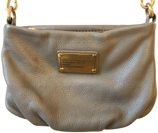 Preload https://img-static.tradesy.com/item/26263209/marc-by-marc-jacobs-percy-grey-leather-cross-body-bag-0-1-540-540.jpg