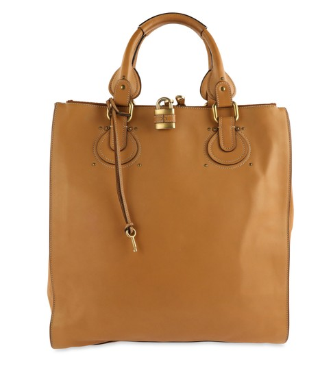 Preload https://img-static.tradesy.com/item/26263224/chloe-paddington-brown-leather-tote-0-2-540-540.jpg
